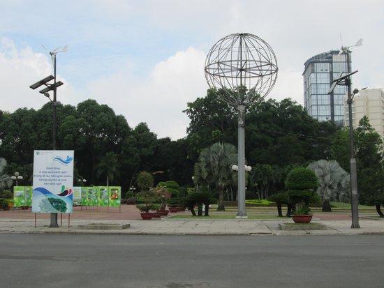 Little Saigon Corner Boutique Hotel: Local park