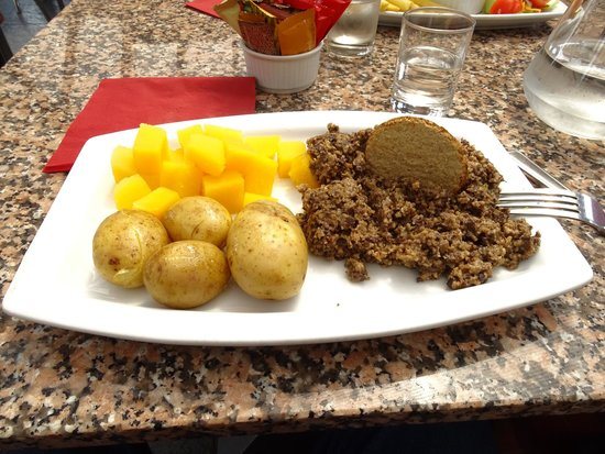 Highland Experience Tours : Haggis (typical Scottish dish) at a little restaurant in the Loch Ness area
