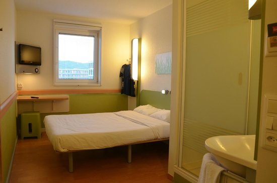 ibis budget Zurich City West : Room on the 5th floor