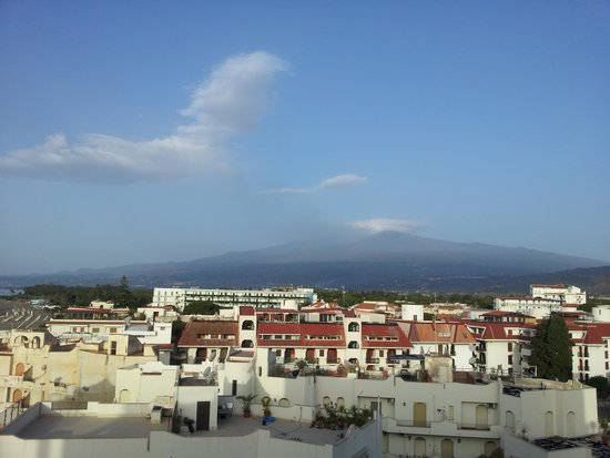 Hilton Giardini Naxos : Mt Etna from our balcony