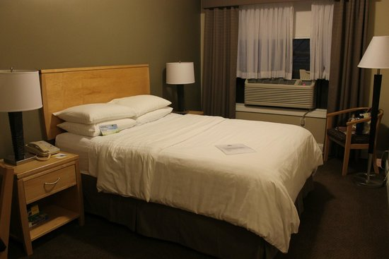 Hotel Versey Days Inn by Wyndham Chicago: Small but clean, quiet & comfortable