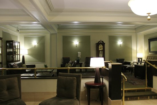 Hotel Versey Days Inn by Wyndham Chicago: Lobby, excellent front desk service