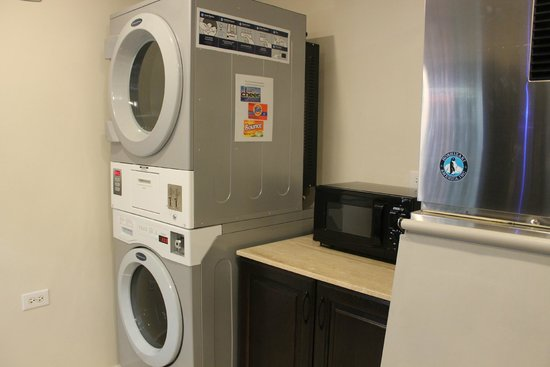 Hotel Versey Days Inn by Wyndham Chicago: Laundry, fitness, free breakfast