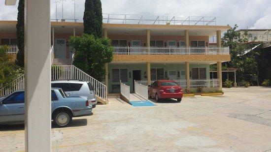 Hotel Villa Forin: Habitaciones y estacionamiento