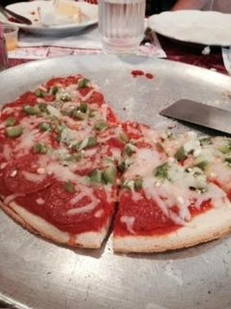 Maria's Garden and Inn: Thick Crusted red pizza