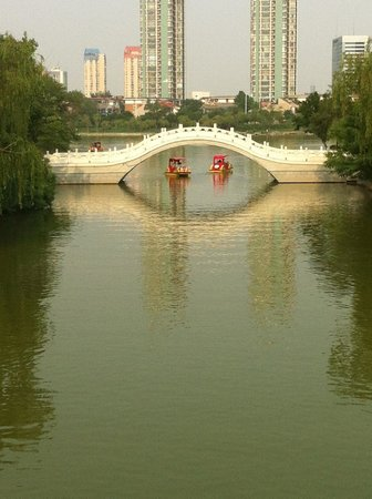 Shuishang Park: Two boats passing in the day.... :)
