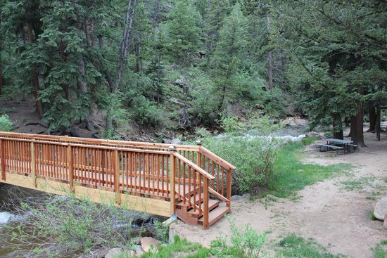 StoneBrook Resort: The bridge to the mtn for some steep hiking trails.