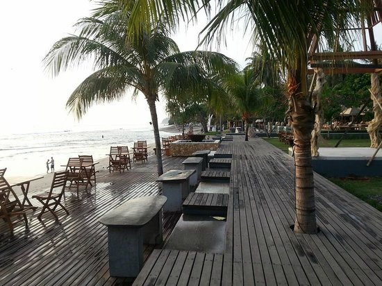 Qunci Villas Hotel: Beach view