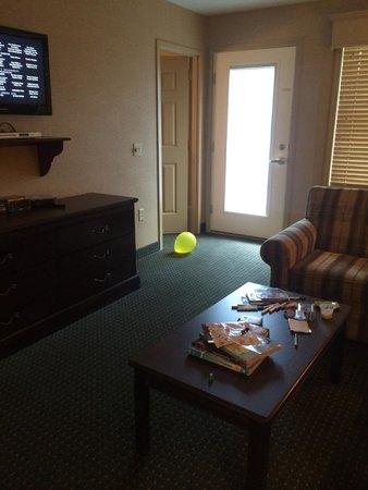 Split Rock Resort & Golf Club: smaller suite's living area