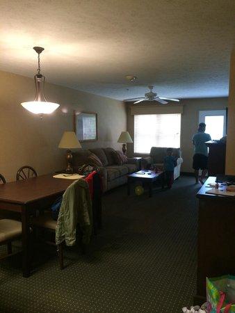 Split Rock Resort & Golf Club: larger suite's living area