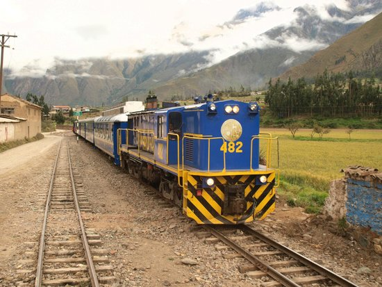 PeruRail Titicaca: Rail and mountains. Sublime!