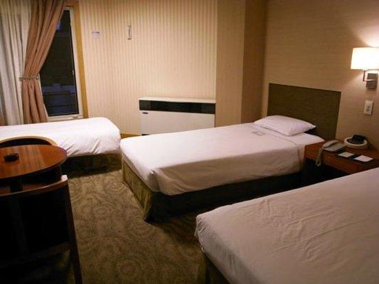 Savoy Hotel Seoul : シングルベット2つとエキストラベット