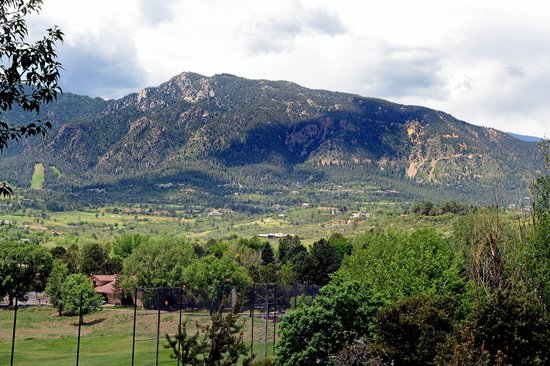 Cheyenne Mountain Resort : View of Cheyenne Mountain from our room