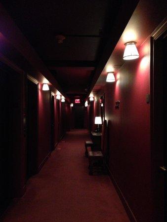 Gramercy Park Hotel: hallway