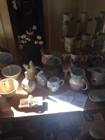 Turning Wheel Pottery: A great gallery to see previous work and to shop!