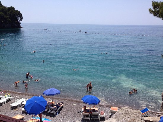 Plazni Bar Medin: Вид на пляж из ресторана.