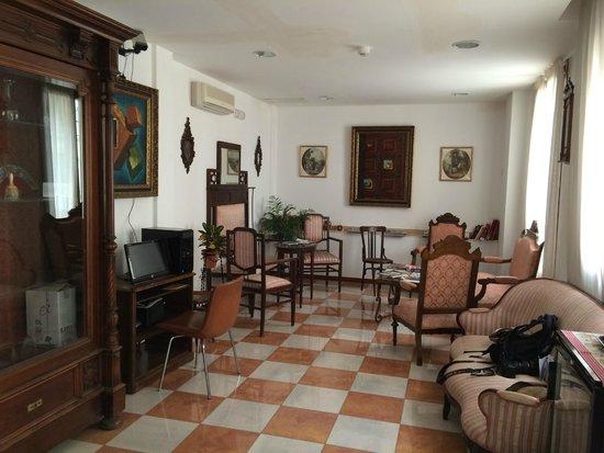 Hotel Don Paula: cozy lobby