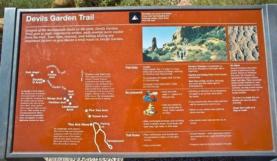 Devils Garden Trailhead : Devils Garden Trail
