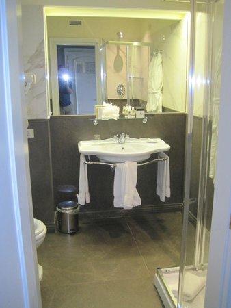 Plaza Lucchesi Hotel: Bath