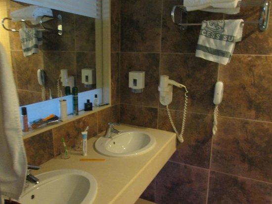 Princess Sun Hotel : vaste salle de bain