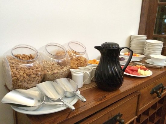 Inn the Tuarts Guest Lodge Busselton: Muesli & fruits corner