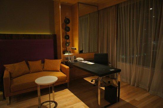 Renaissance Bangkok Ratchaprasong Hotel: study room