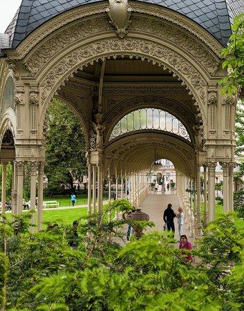 Dvorakovy Sady: Садовая колоннада