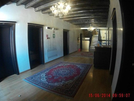Trieste Hotel: Hallway