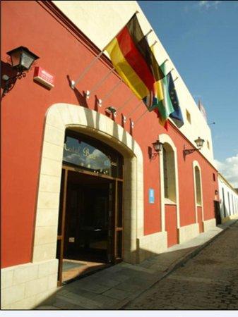 Bodega Real Hotel: ENTRADA