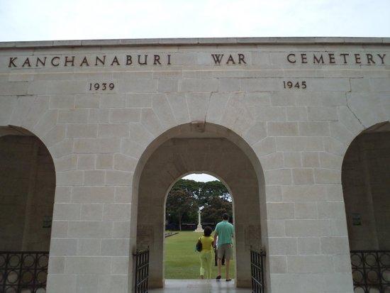 Kanchanaburi War Cemetery: Entrance