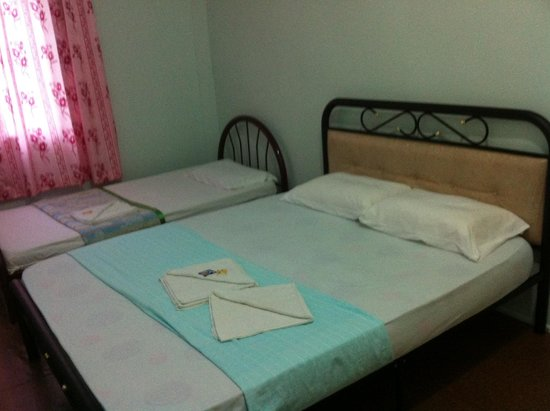 Sukau Evergreen Lodge: Another triple room
