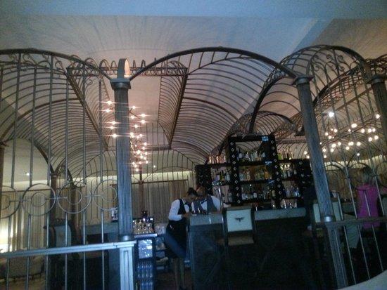 Secrets Puerto Los Cabos Golf & Spa Resort: Rendezvous Bar - Birdcage Theme