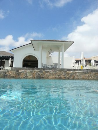 Secrets Puerto Los Cabos Golf & Spa Resort: Smaller Poll and Oceana Restaurant