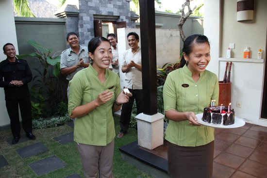 The Ulin Villas & Spa: Beautiful staff at Ulin Villas singing Happy Birthday to our daughter!