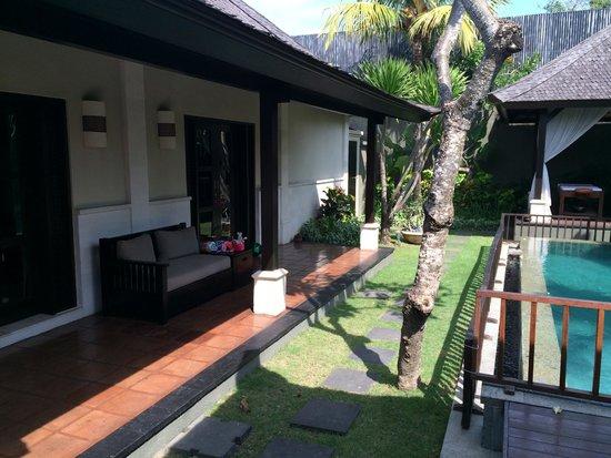 The Ulin Villas & Spa: Terrace and lawns in our villa