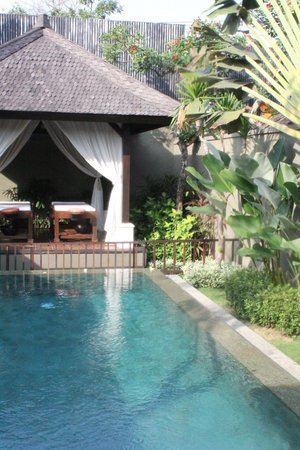 The Ulin Villas & Spa : Pool and massage cabana in our villa (and pool fence provided for our children)