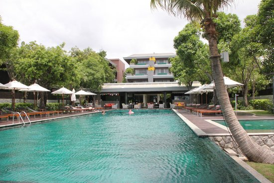 Rest Detail Hotel Hua Hin: Pool and Hotel