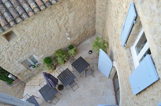 Le Moulin des Sources: Terrasse où est servi le petit déjeuner