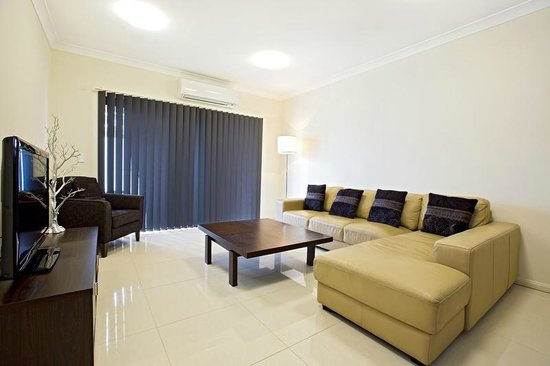 Astina Serviced Apartments - Central: Standard lounge