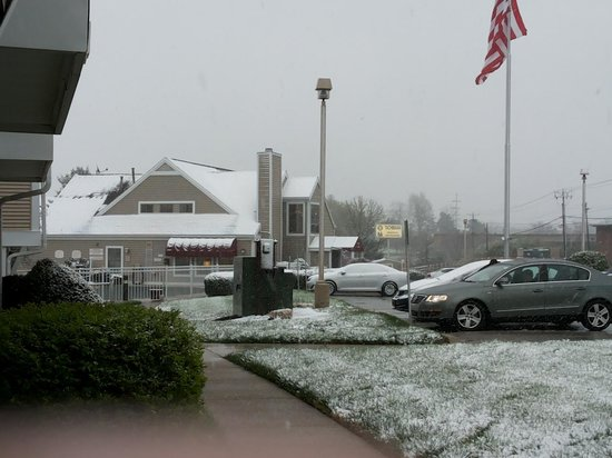 Residence Inn Lexington North: B'ful snow fall