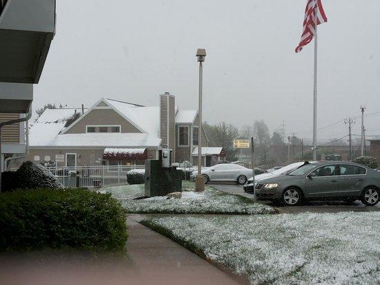 Residence Inn Lexington North : B'ful snow fall