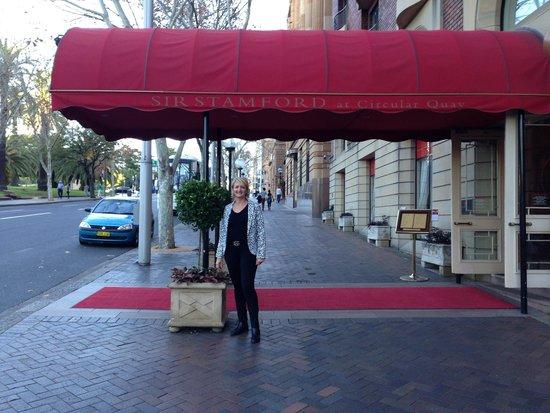 Sir Stamford at Circular Quay Hotel Sydney: The canopy-entrance