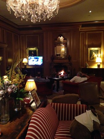 Sir Stamford at Circular Quay Hotel Sydney: Fire place