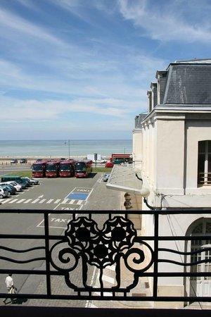 Hotel la Villa Marine : La gare et la mer.