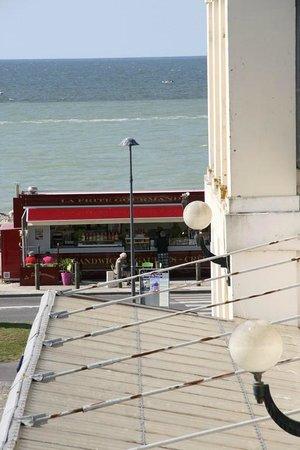 Hotel la Villa Marine : Vue sur mer.