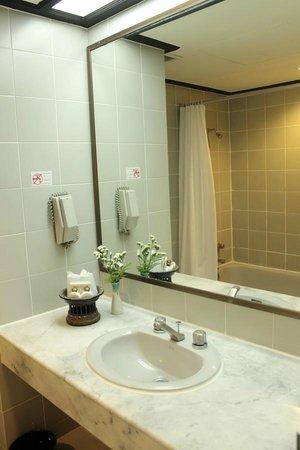 Chiangmai Hill 2000 Hotel : Bathroom