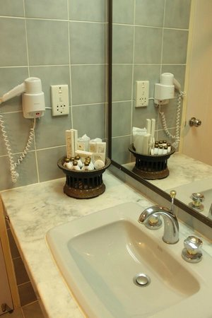 Chiangmai Hill 2000 Hotel : Bathroom in Superior room