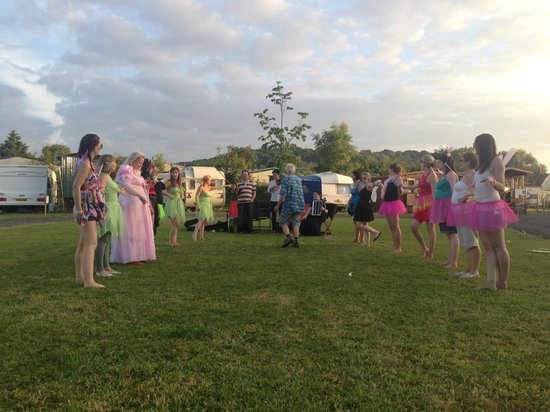Dorset Country Holidays Glamping: Hen Party - Wessex Ceildhl Band - Dancing