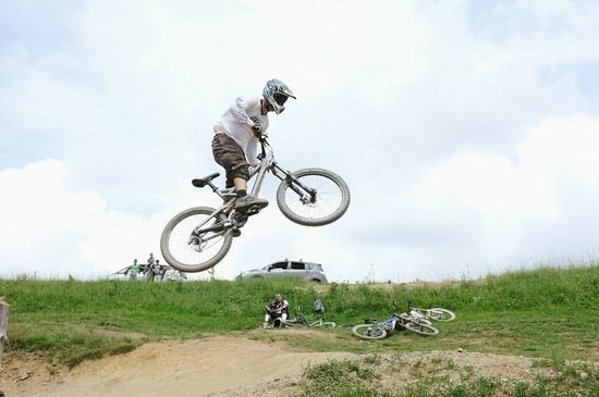 Bikepark Les Gets : Berm jump