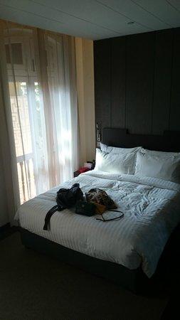 AMOY by Far East Hospitality: 房間, 床很舒服